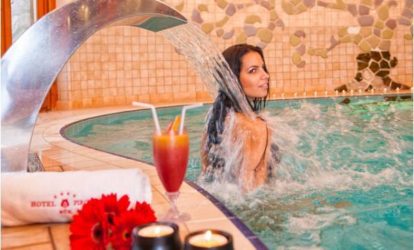 Hotel Piroska**** s polopenzí, neomezeným wellness, vstupem do termálních lázních Bükfürdö a dítětem do 5 let zdarma