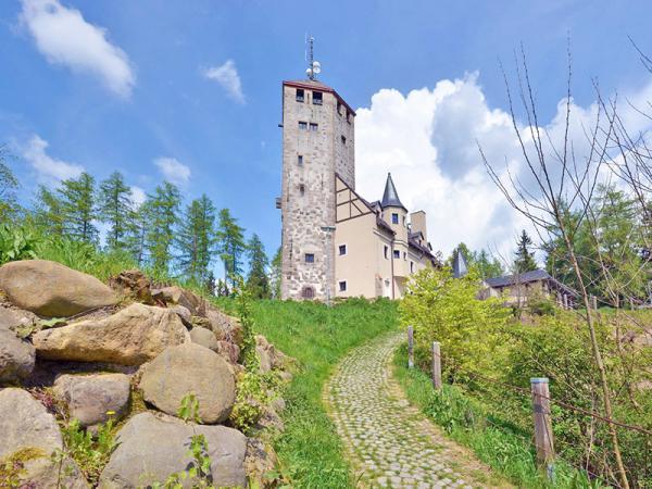 Liberec ve středověkém hradu s polopenzí a vstupem na rozhlednu + varianta i pro JEDNOHO