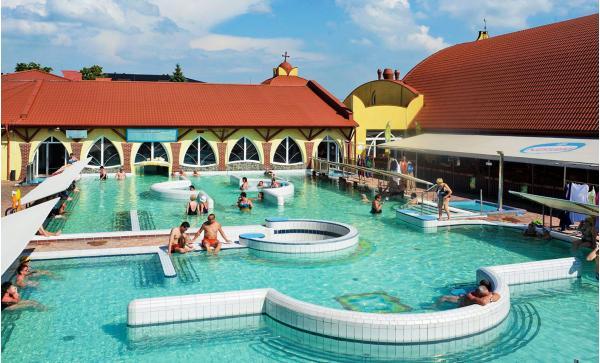 Termály na západním Slovensku: odpočinek jen 60 m od termálních pramenů s blahodárnými účinky v útulném rodinném hotelu Elenka ***