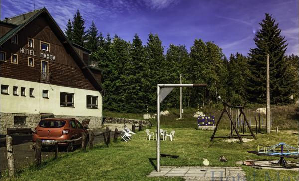 Pohodová dovolená v hotelu Maxov v krajině Jizerských hor s polopenzí, vstupem do sauny pro celou rodinu a platností do prosince 2019