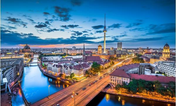 Objevte kouzlo evropského velkoměsta s ubytováním v jednom ze 4 luxusních hotelů A&O Hotels Berlin se snídaní a až s 2 dětmi do 17 let zdarma