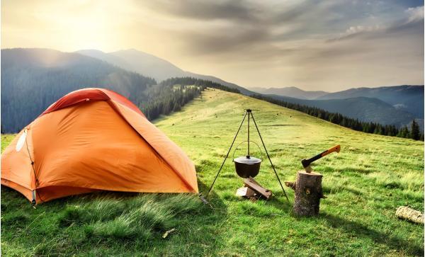 Outdoorový zážitek - přespání ve stanu v krkonošské přírodě se snídaní a hodinou ve společné sauněna Dvorské boudě až do konce roku 2020