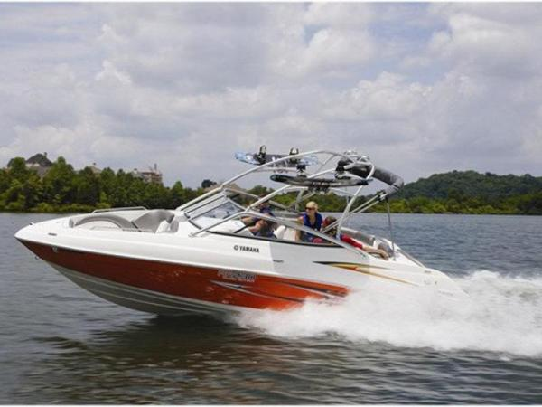 Jízda motorovým člunem Yamaha AR230 Praha