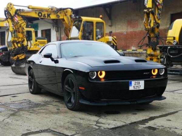 Zážitková jízda autem Dodge Challenger Praha