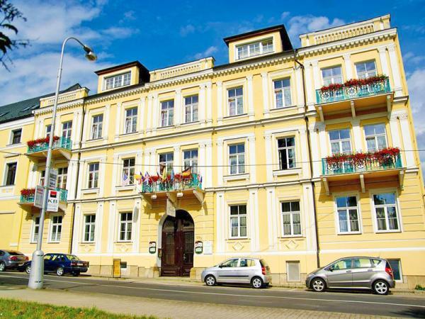 Františkovy Lázně v hotelu v centru s bazénem, vířivkou a polopenzí