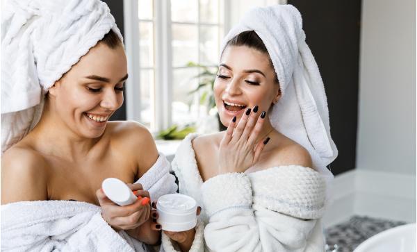Skvělý dámský program v Mariánských Lázních - hotel Morris s wellness procedurami, plnou penzí a bonusem jedné noci se snídaní navíc zdarma