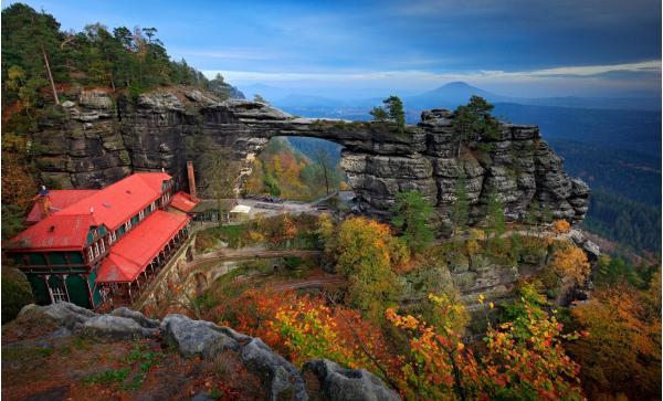 Oblíbený pobyt na hradě v Českém Švýcarsku: přidejte se ke stovkám spokojených zákazníků a užijte si pobyt ve zřícenině hradu Tolštejn s polopenzí a platností do října 2020