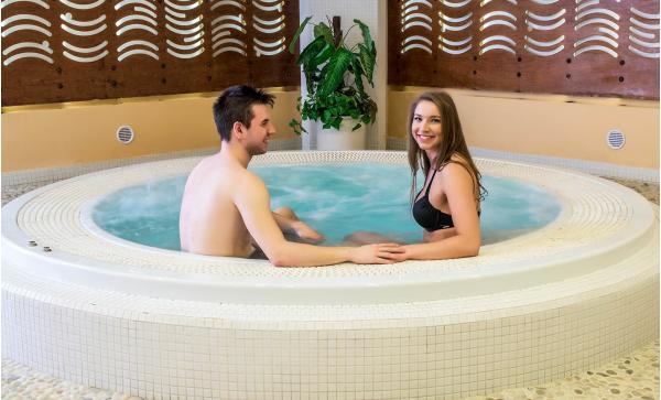 Skvělý odpočinek v hotelu Jana**** v Přerově s polopenzí, neomezeným wellness a bowlingem