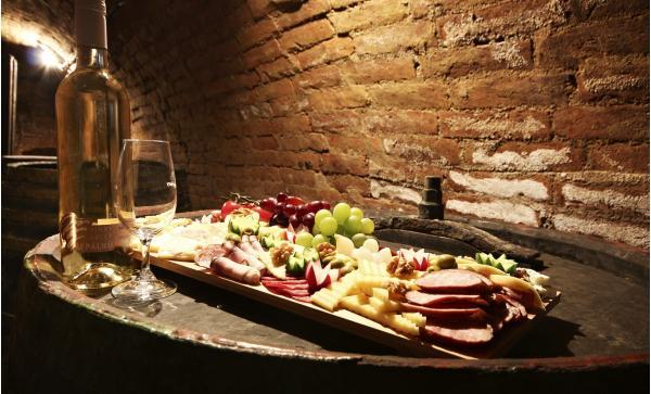 Vinařský pobyt ve všední dny na jižní Moravě v penzionu U Palečků s vinným sklepem, neomezenou konzumací vybraných vín s bohatým rautem a wellness