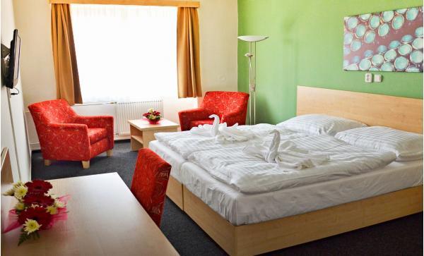 Největší konopné lázně v Evropě s dítětem do 12 let zdarma, polopenzí, all inclusive nápoji i procedurami v Hotelu Bobík s vlastním minipivovarem