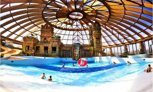 Luxusní hotel Aquaworld Resort Budapest s přímým vstupem do vodního parku Aquaworld, polopenzí a dítětem do 7 let zdarma až do konce června 2020