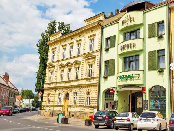 Český ráj v hotelu v centru Jičína s polopenzí + výlet do Prachovských skal i s transportem