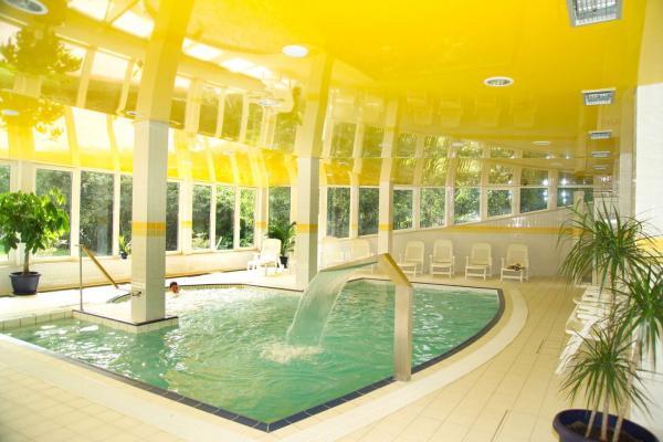 Relaxační pobyt v krušnohorském hotelu Riviera na břehu jezera s polopenzí a neomezeným wellness