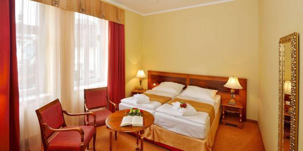 Mimořádná a časově limitovaná nabídka: Hotel Continental**** v Mariánských Lázních s polopenzí, wellness a množstvím procedur