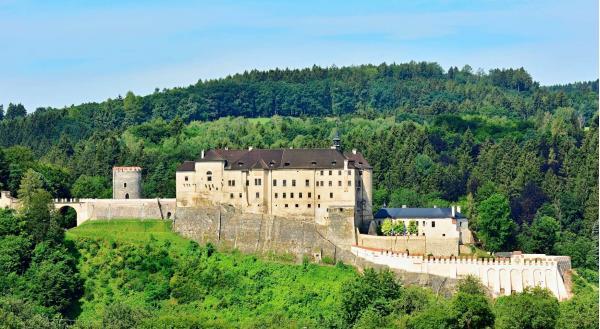 Parkhotel Český Šternberk s výhledem na hrad u řeky Sázavy s polopenzí