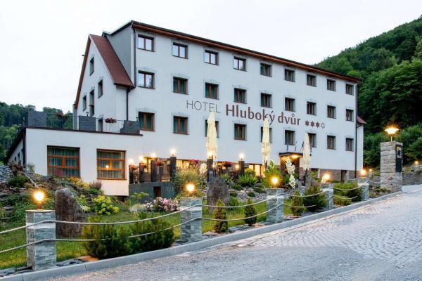 Podzimní wellness hotel Hluboký dvůr*** s neomezeným vstupem do wellness a saunového světa, polopenzí a mnoha zážitky v okolí hotelu