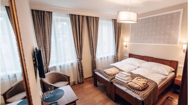 Wellness pobyt v hotelu Star**** v centru Karlových Varů se snídaní, masáží, koupelí, vstupem do sauny a platností do prosince 2020