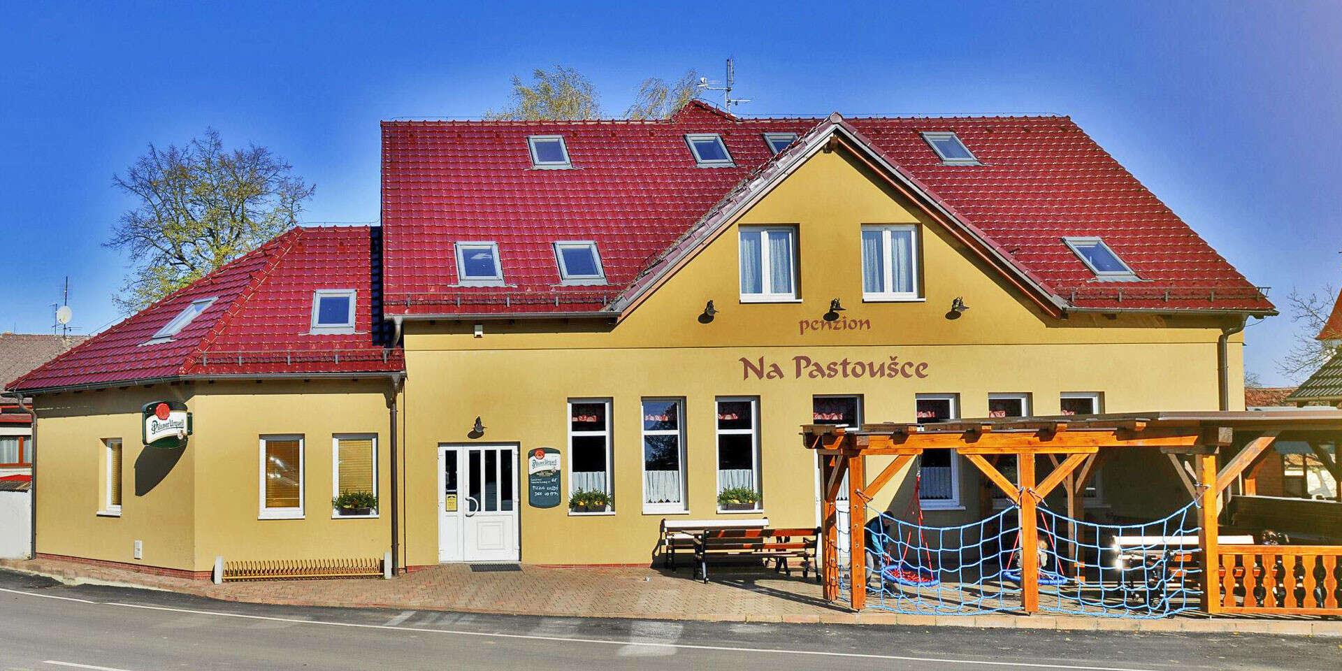Ráj v jižních Čechách: oblíbený Penzion Na Pastoušce se snídaní, lahví vína a vyhlášenou kuchyní, děti do 5 let zdarma