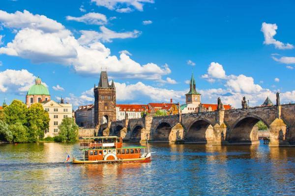Stylový hotel U Krále Jiřího v historickém centrum Prahy se snídaní, welcome drinkem a platností do března 2021