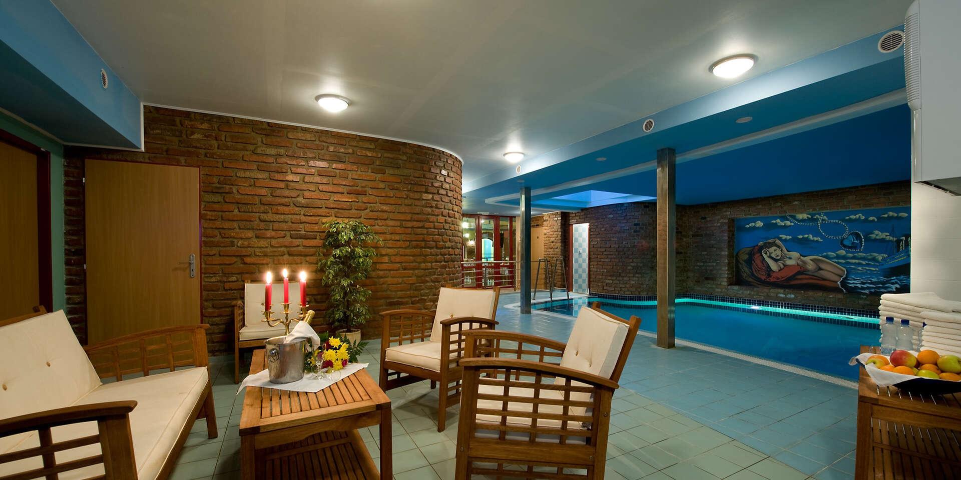 Romantika přímo v historickém centru Třebíče s večeří při svíčkách a neomezeným bazénem