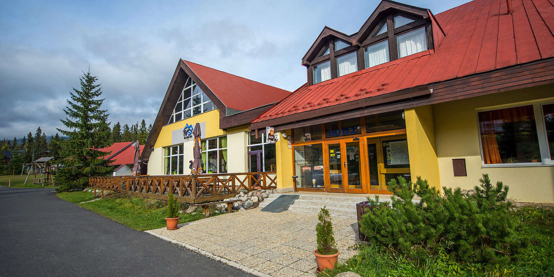Relax v hotelu Rysy *** Vysokých Tatrách se snídaní na pokoj a s jedním dítětem do 6 let v ceně