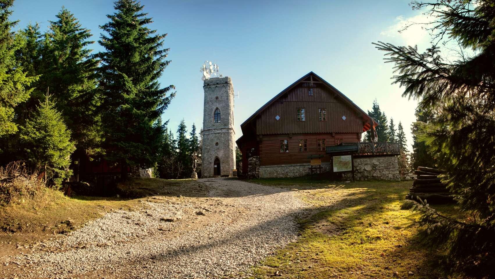 Krkonošská příroda i historické centrum města Vrchlabí z hotelu Labuť s polopenzí, výjezdem lanovkou na rozhlednu Žalý a platností do prosince 2020