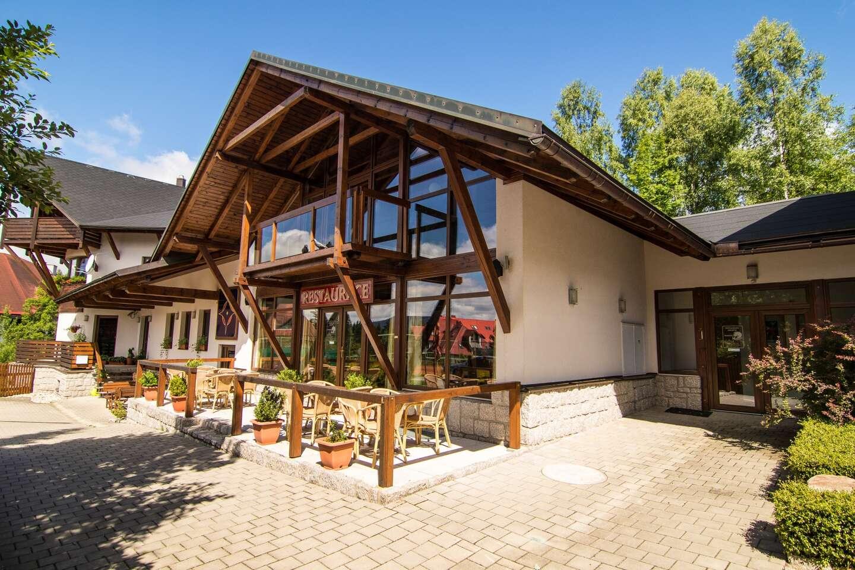 Letní zábava pro celou rodinu v pensionu Venus v Harrachově s polopenzí, saunou a vstupem do obří dětské herny Mamůtek. Dítě do 6 let navíc zdarma.