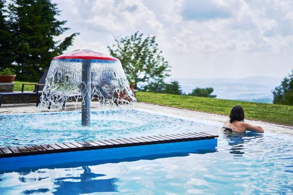Letní pobyt v Krkonoších s nádherným výhledem z hotelu Žalý***, se snídaní či polopenzí, využitím bazénů a 50% slevou na masáže a zapůjčení elektrokol