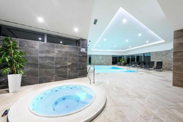 Dokonalý odpočinek s neomezeným vstupem do bazénu a vířivky ve Sport hotelu Dolní Morava s polopenzí a platností do prosince 2020