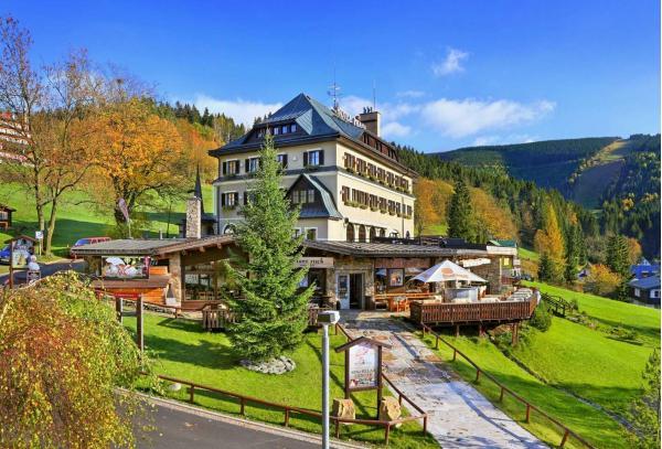 Podzim ve Špindlerově Mlýně v oblíbeném Hotelu Praha **** s polopenzí a neomezeným wellness