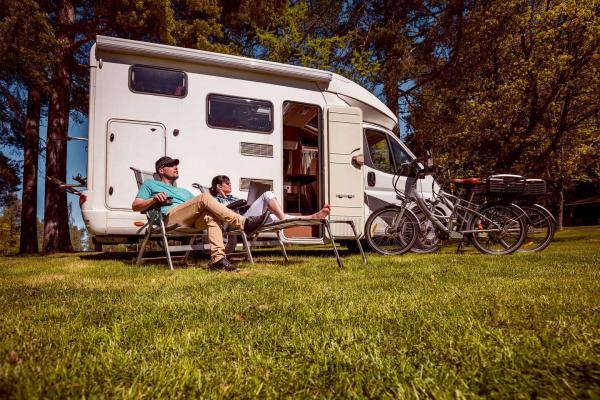 Dobrodružná dovolená v zapůjčeném obytném voze až na 8 dní pro 4 až 6 osob včetně havarijního pojištění