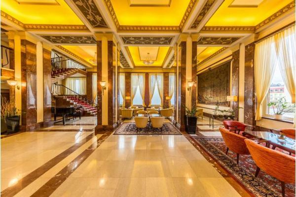Výjimečný hotel International**** Prague v historické budově blízko pražských památek včetně snídaně