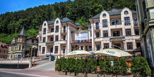 Relaxační pobyt pro 2 osoby s polopenzí, wellness a masáží v jedinečném hotelu MOST SLÁVY***