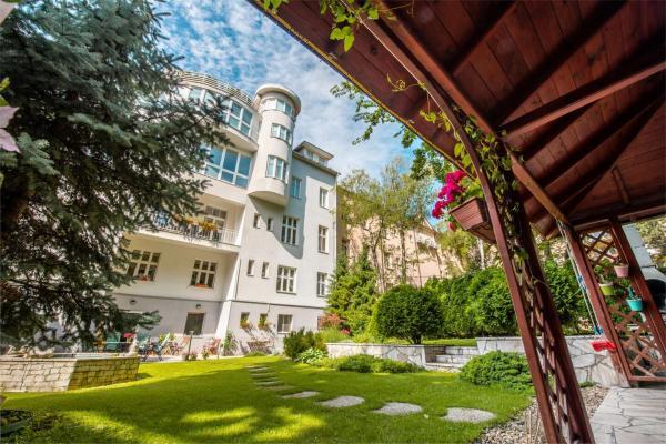 Hotel Arcus *** jen 10 minut pěšky od centra Bratislavy, s tichou zahradou a možností parkování
