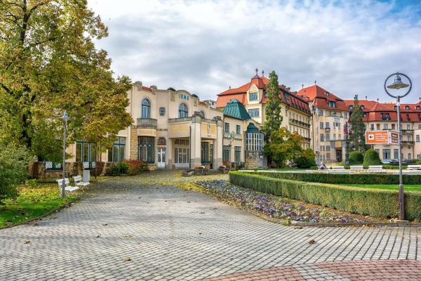 Vyrazte za zdravím do nejoblíbenějšího lázeňského města Piešťany s plnou penzí, nápoji a procedurami