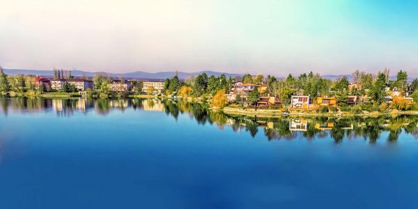 Léto na Slunečních jezerech s neomezeným bazénem, paddleboard-em a polopenzí