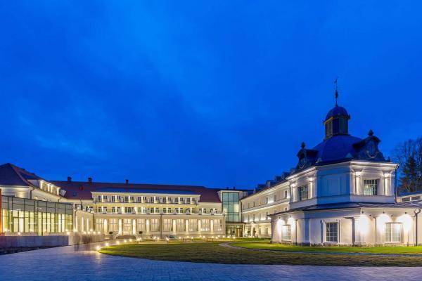 Luxusní odpočinek s neomezeným koupáním v aquapaku, procedurami a Zlatým koupelem v hotelu Royal Palace *****