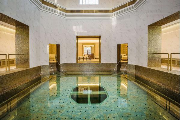 Královský Royal Palace ***** s lázeňskými procedurami, neomezeným SPA & AQUAPARK a Zlatým koupelem Royal Bath