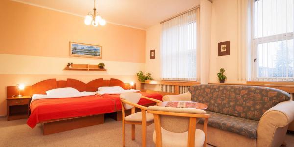 Hotel Baťov*** u zlínského Baťova kanálu s polopenzí a platností do příštího roku