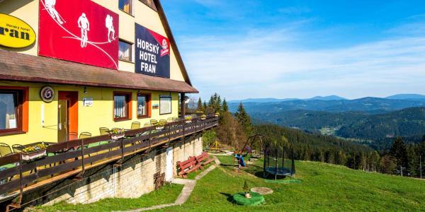Podzim uprostřed přírody Kysuckých Beskyd v Hotelu Fran s neomezeným bazénem a saunou pro dva a dítě do 10 let zdarma včetně polopenze