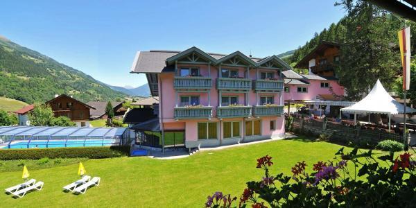 Nádherné výlety pěšky i na kole v alpské přírodě: Lázeňský hotel Margarethenbad **** v Rakousku s polopenzí, bazénem a wellness bez omezení