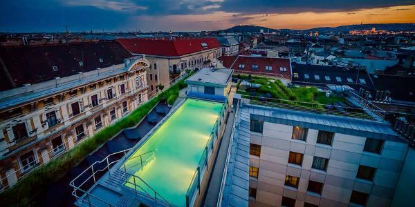 Působivý hotel Continental **** v historickém centru Budapešti s jedinečným střešním wellness