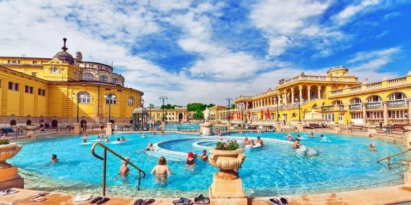 Budapešťský Six Inn *** jen 15 min. pěšky od slavných termálních lázní Széchenyi
