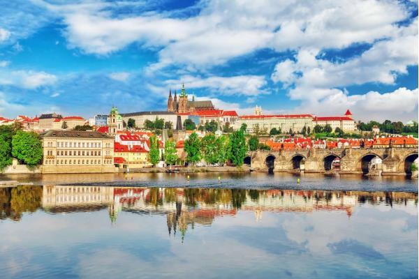 Historické centrum Prahy jen 10 minut MHD z hotelu Artemis**** se snídaní a platností do prosince 2020