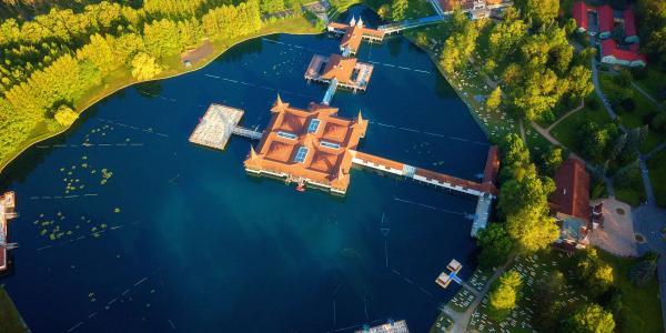 Extra levná dovolená u slavného maďarském jezera Hévíz včetně snídaně a slevy na koupání