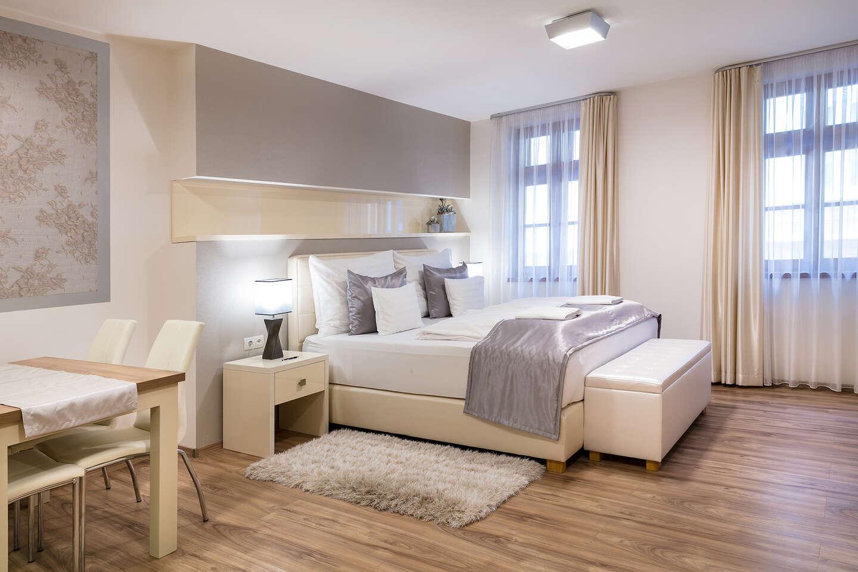 Relax v luxusních apartmánech přímo v historickém centru města Győr a vstupem do termálních lázní Rába Quelle