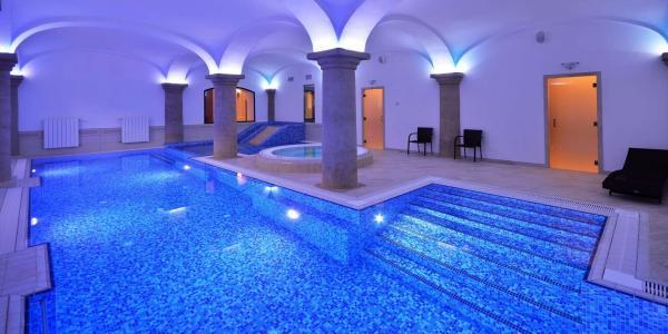 Luxus v Českém ráji: hotel Malý Pivovar**** v historické budově, s wellness, slavnostní večeří při svíčkách i variantami s procedurami