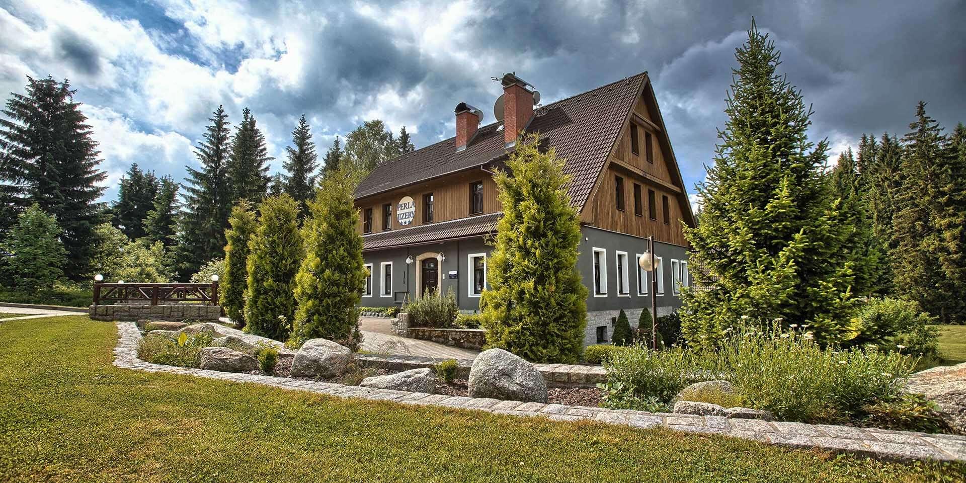 Podzimní barvy Jizerských hor z hotelu Perla Jizery s polopenzí a saunou pro 2 osoby s dostupnými turistickými trasami v Josefově Dole