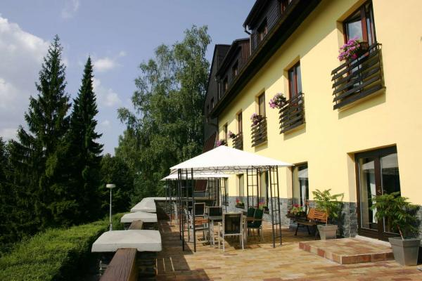 Podzim v beskydské přírodě pod Lysou horou s ubytováním v hotelu Ondráš s polopenzí, vstupem do bazénu i vířivky a možností zapůjčení elektrokol