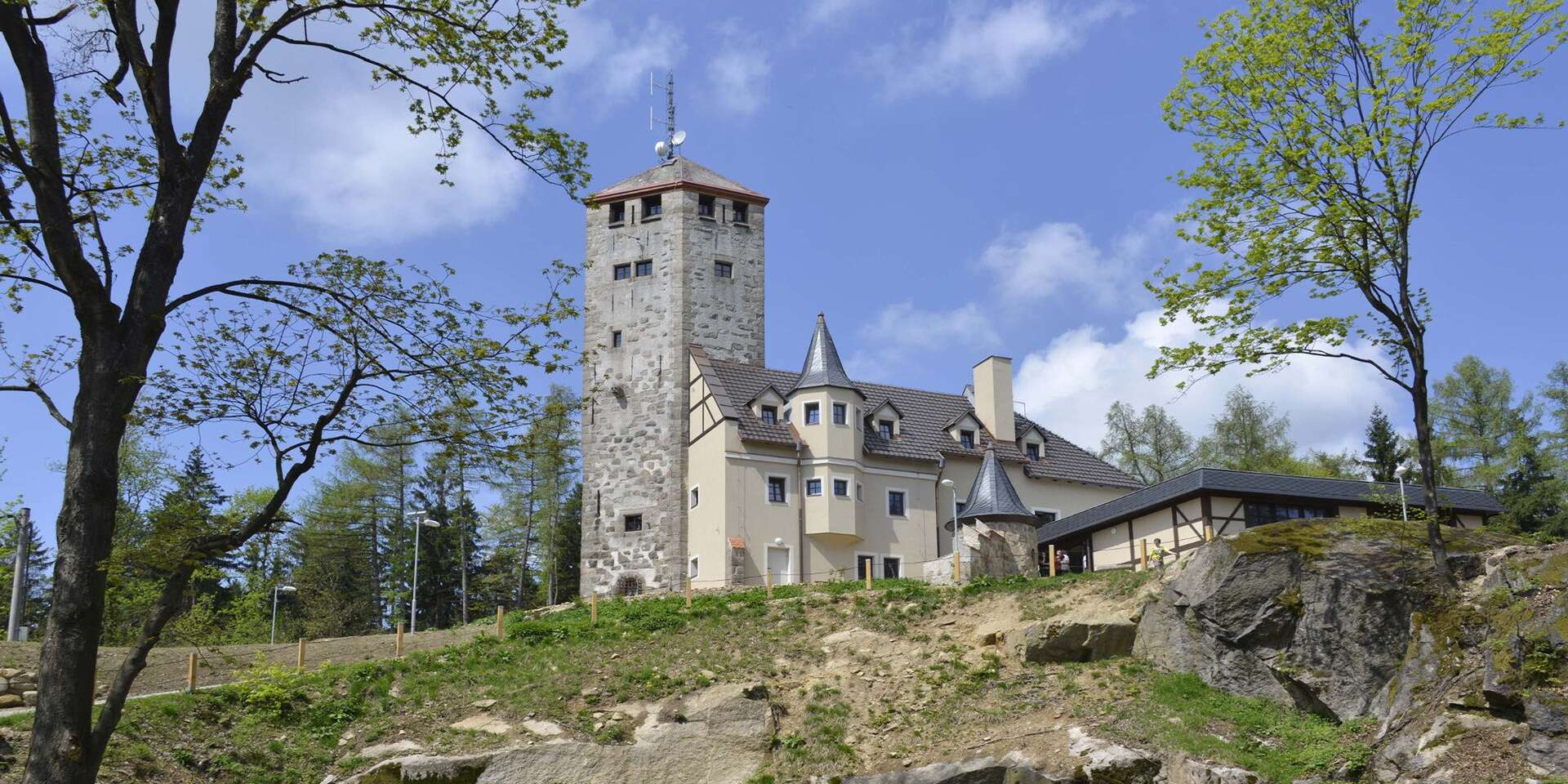 Unikátní hotel Liberecká výšina s rozhlednou s výhledem na Liberecko a široké okolí s polopenzí a dárkem na památku